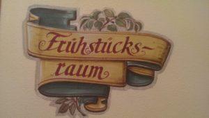 Kalligraphie zum Frühstück in der Pension Frauenschuh Salzburg